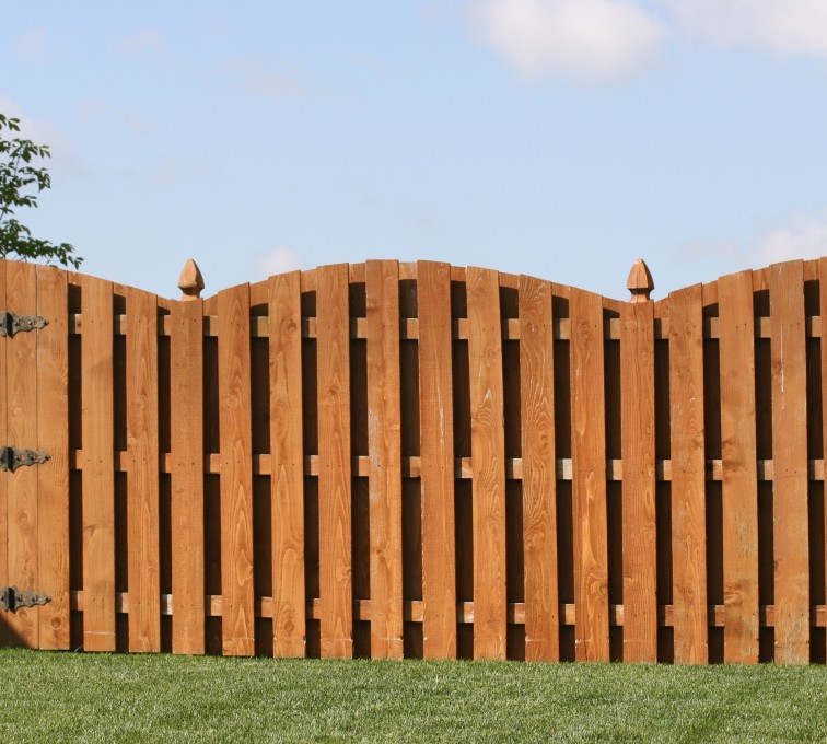 AFC Grand Island - Wood Fencing, 1010 6' board on board overscallop stained