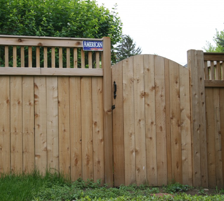 AFC Grand Island - Wood Fencing, 1065 Custom Solid with Accent Top Gate