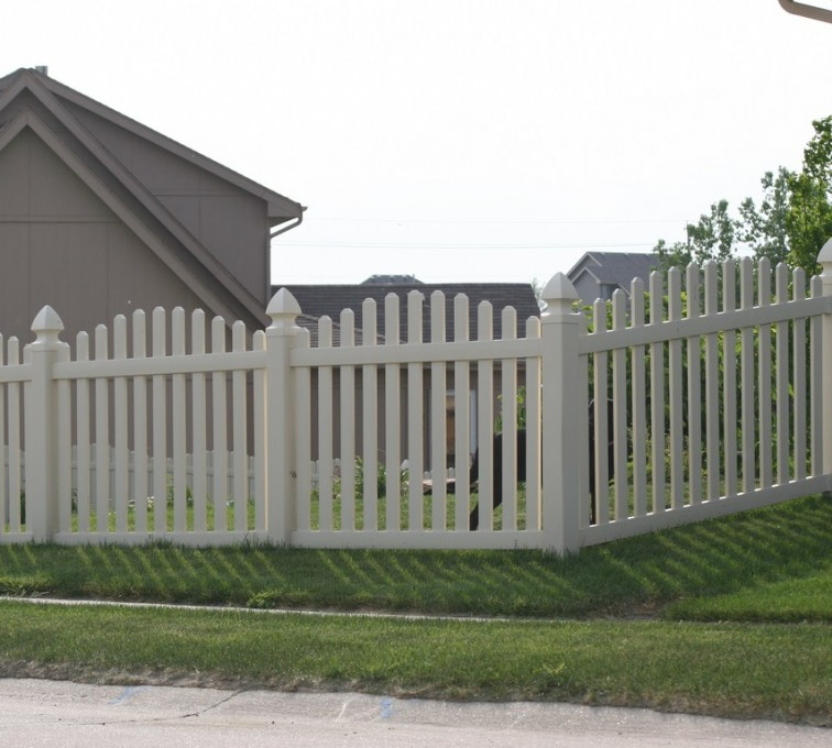 AFC Grand Island - Vinyl Fencing, 4' Overscalloped Pickets PVC with French Gothic Post Caps - AFC - IA