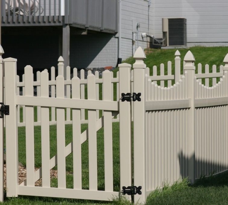 AFC Grand Island - Vinyl Fencing, 4' Picket Unscallop Tan 553