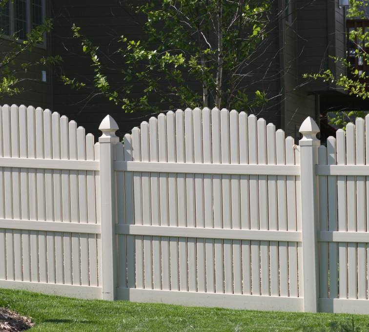 AFC Grand Island - Vinyl Fencing, 556 6' overscallop picket white