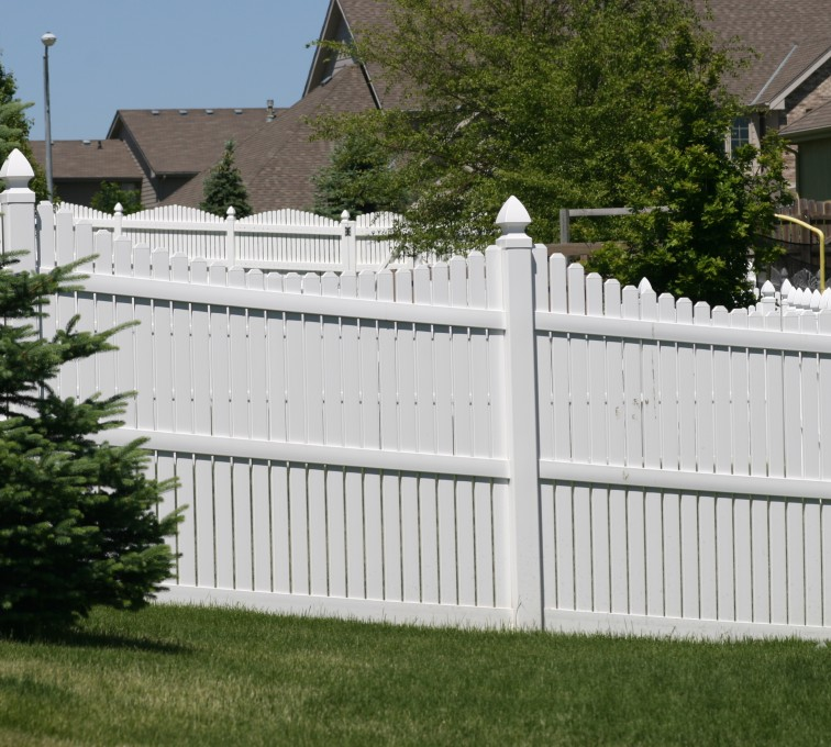 AFC Grand Island - Vinyl Fencing, 563 6' Underscallop