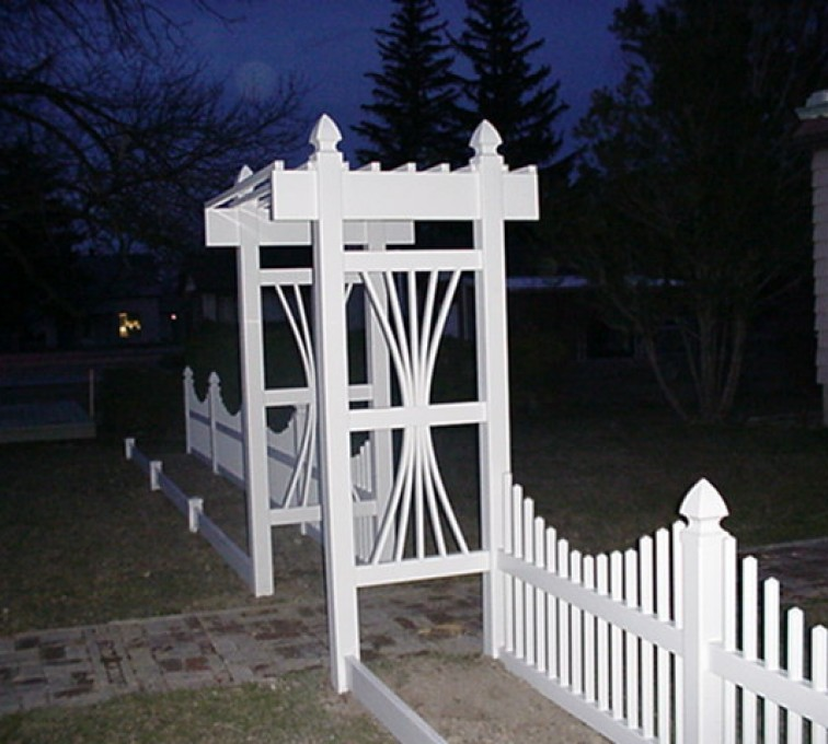 AFC Grand Island - Vinyl Fencing, 565 Underscallop with Arbor 1