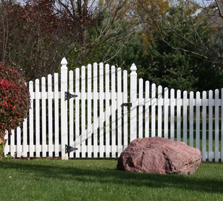 AFC Grand Island - Vinyl Fencing, 567 Vinyl Overscallop Photo