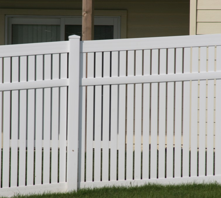 AFC Grand Island - Vinyl Fencing, 6' alternating picket 571