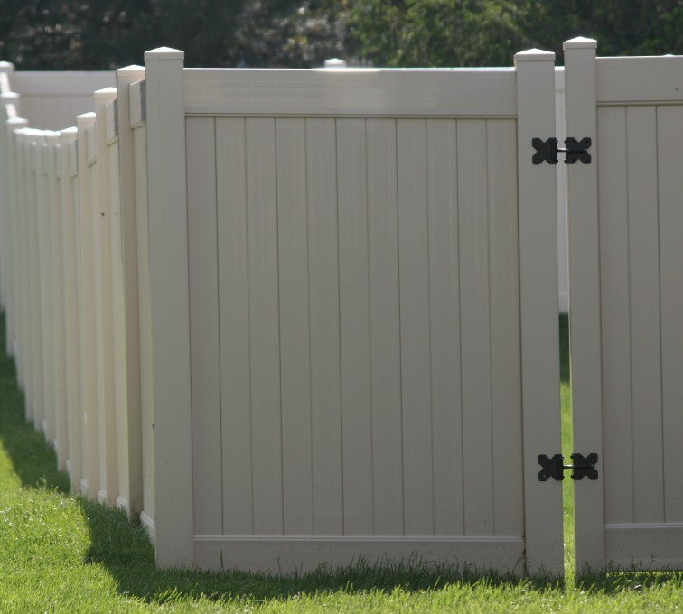 AFC Grand Island - Vinyl Fencing, 6' solid Privacy (622)