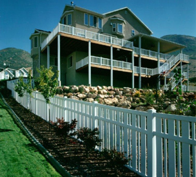 AFC Grand Island - Vinyl Fencing, Alternating picket (827)