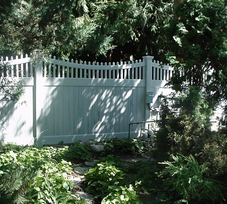 AFC Grand Island - Vinyl Fencing, Privacy With Sloped Rail Picket Accent 704