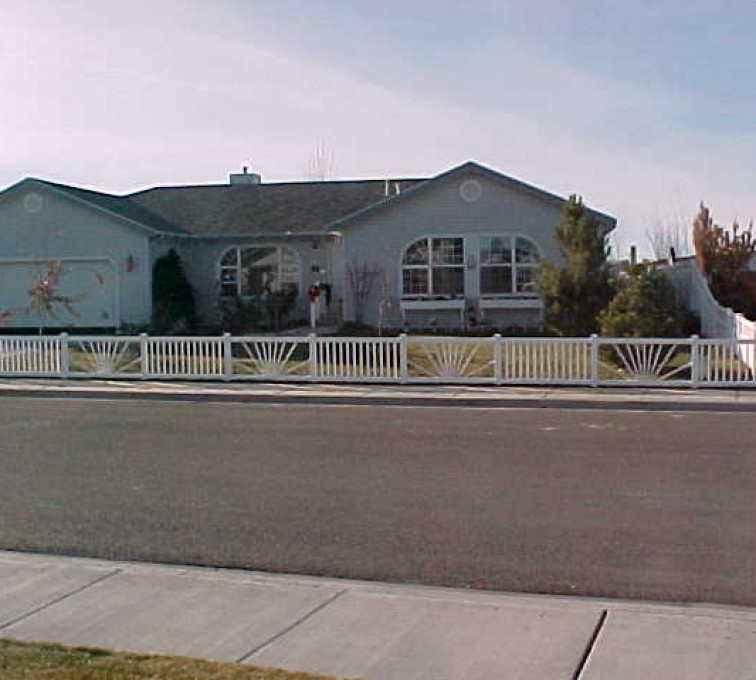 AFC Grand Island - Vinyl Fencing, Sunburst closed picket 575