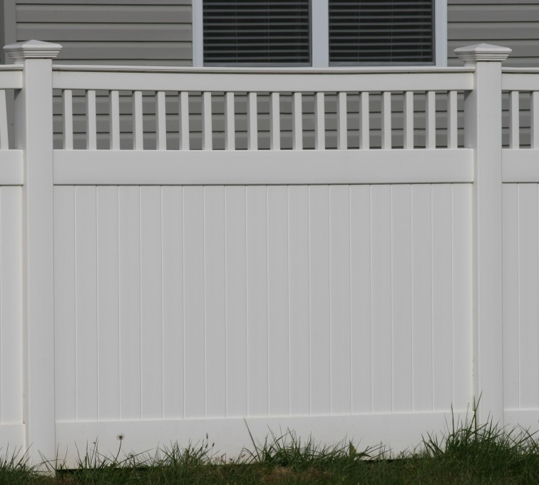 AFC Grand Island - Vinyl Fencing,Vinyl 6' private with picket accent 707